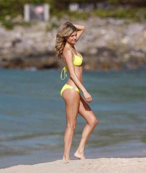 Marisa_miller_bikini_photo_shooti_2