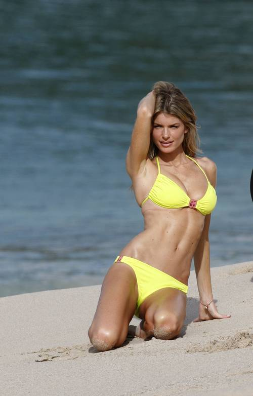 Marisa_miller_bikini_photo_shooti_4