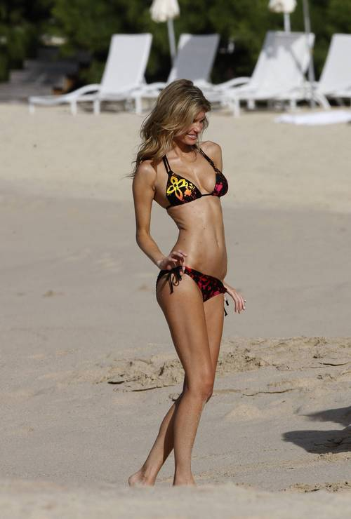 Marisa_miller_bikini_photo_shooti_6