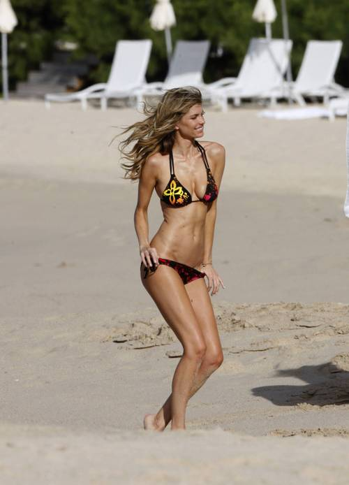 Marisa_miller_bikini_photo_shooti_8