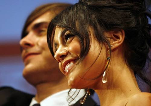 Vanessa_hudgens_zac_efron_high_sc_3