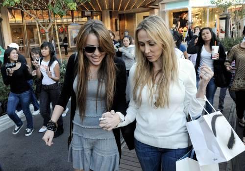 Miley_cyrus_barneys_new_york_cele_2