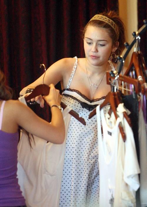 Miley_cyrus_royal_dutchess_clothi_3