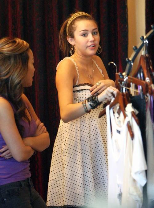 Miley_cyrus_royal_dutchess_clothi_4