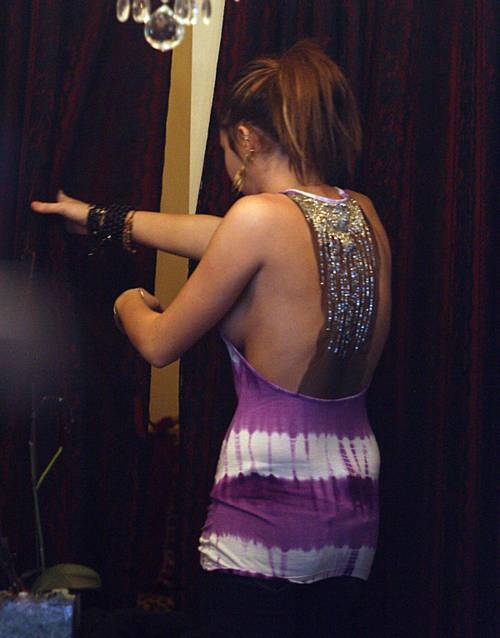 Miley_cyrus_royal_dutchess_clothi_5